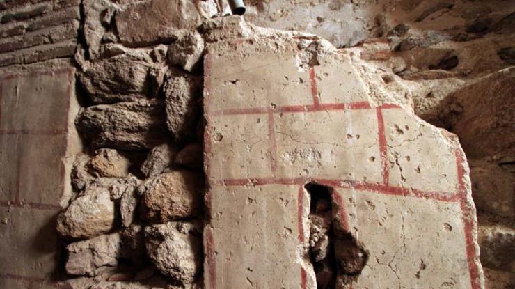 detalle de la fachada original tardorrománica de la catedral de Ávila, descubierto durante los trabajos de restaurción